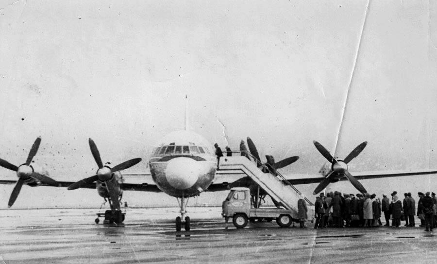 Amderma. Airplane IL-18