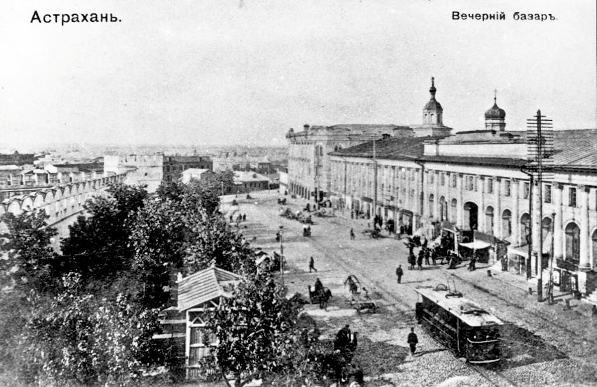 Astrakhan. Evening market