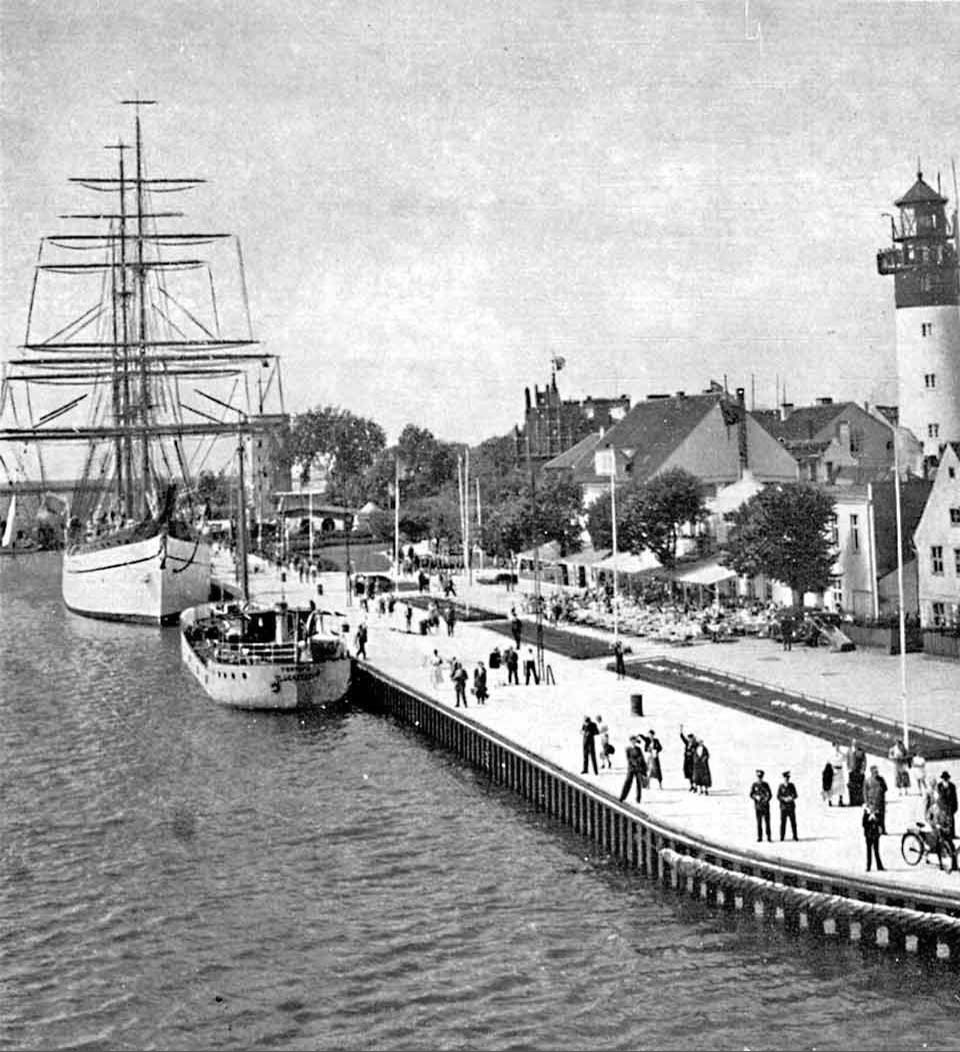 Baltiysk. On embankment