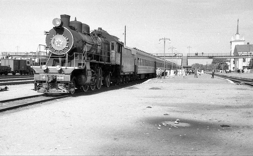 Bryansk. Railway station Ordzhonikidzegrad, 1965