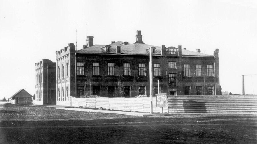 Glazov. Men's gymnasium
