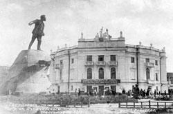 Yekaterinburg. Monument to Yakov Sverdlov