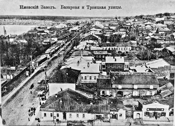 Izhevsk. Corner of streets Bazarnaya and Troitskaya
