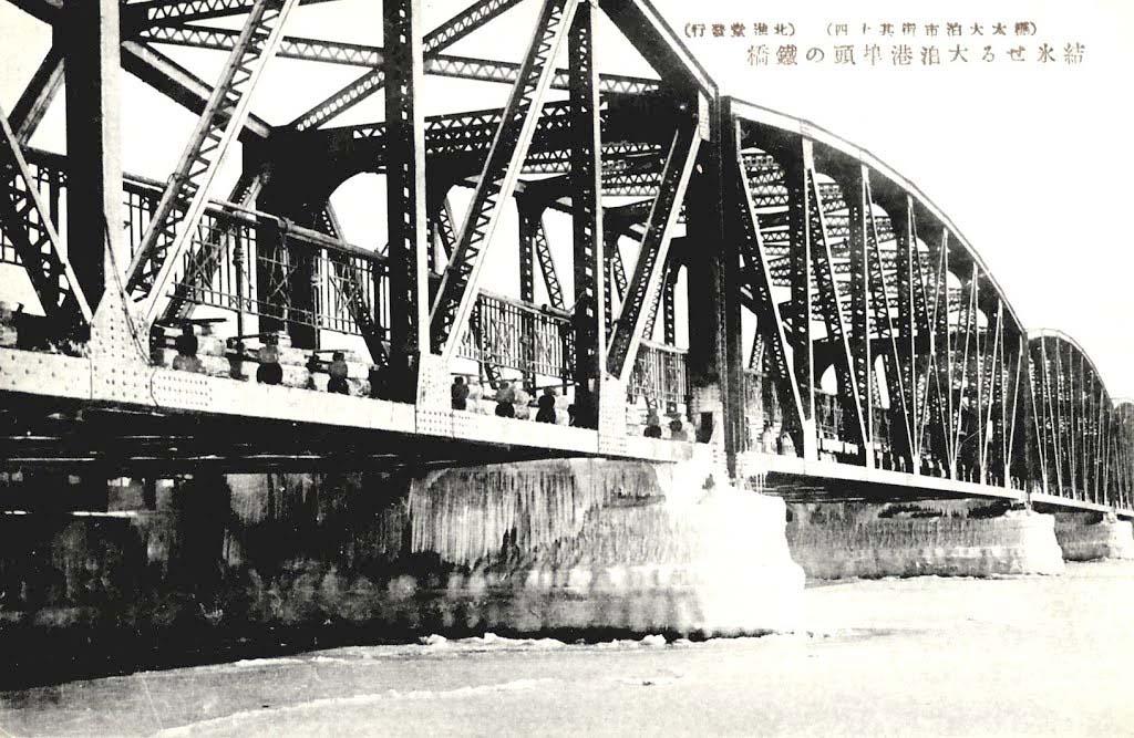Korsakov. The bridge crossing in the southern port