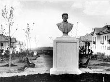 Kumertau. Monument to Mayakovsky