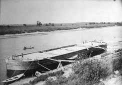 Mariinsky Posad. Loading on barge
