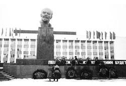 Neftekamsk. Monument to Lenin, 1986
