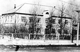Neftekamsk. The polyclinic building of BNPS, 1973