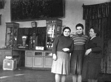 Salavat. In the foyer of the cinema 'Komsomolets'