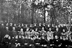 Sarapul. Students and teachers of female grammar school, 1910