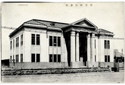 Tomari. The building of the city government