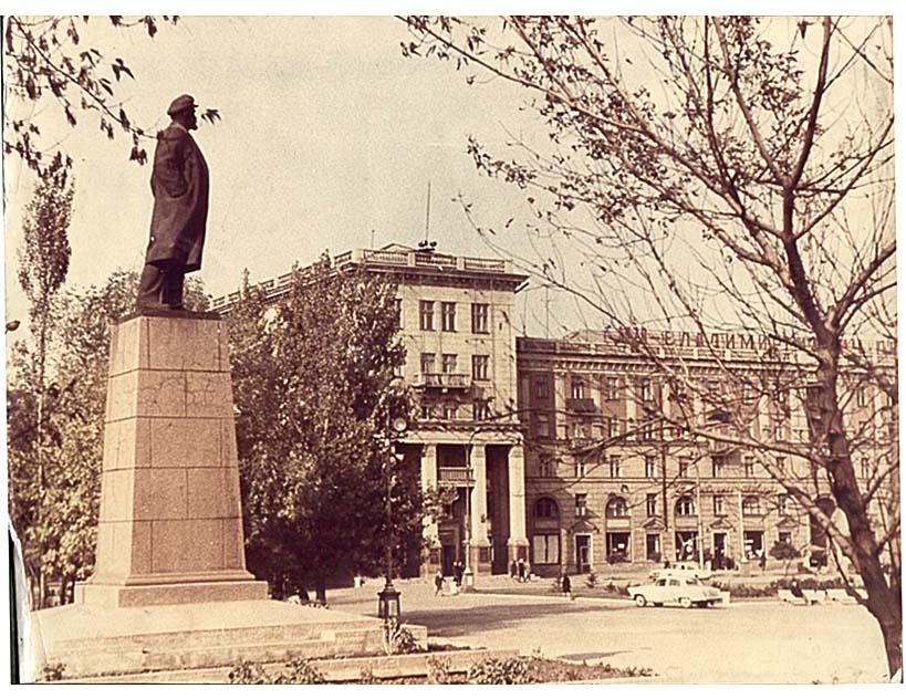 Alchevsk. Monument VI Lenin