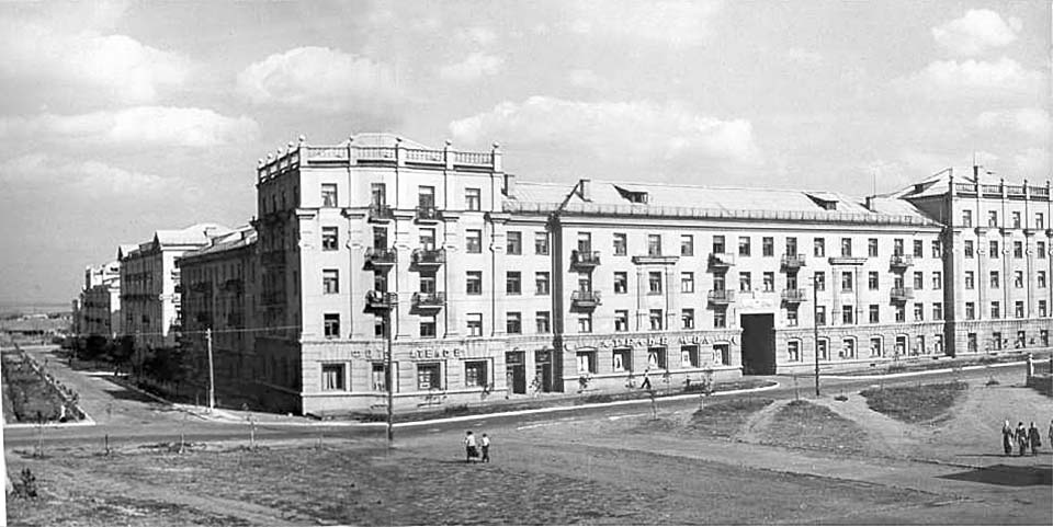 Alchevsk. Square in front of the Palace of Culture of chemists, 50s
