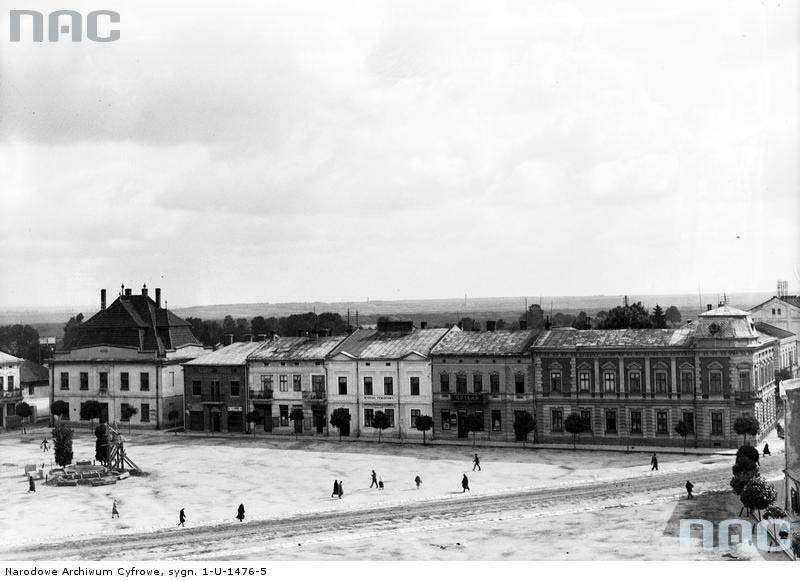 Horodok. Panorama of the market and town hall (starostwo)