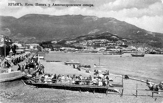 Yalta. The beach at the Alexander Allee