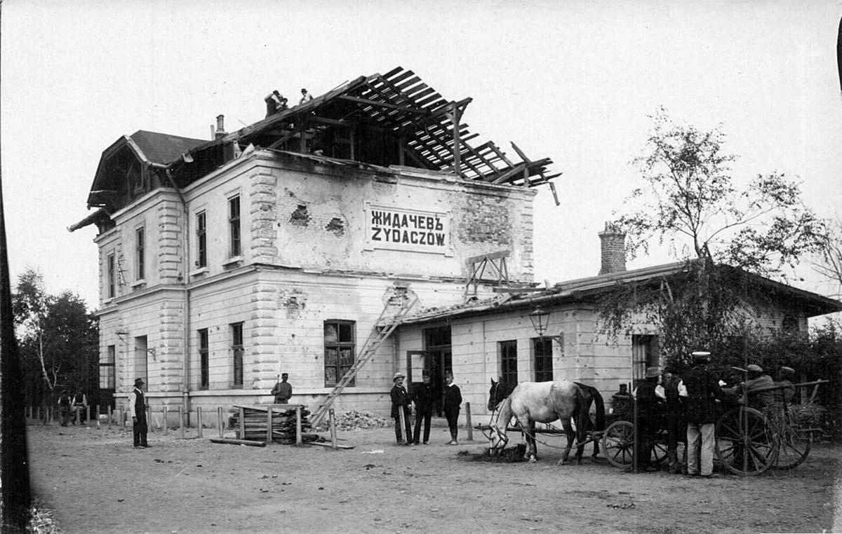 Zhydachiv. Railway station square