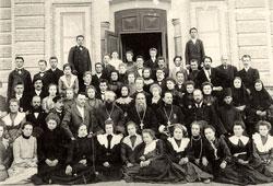 Бирск. Преподаватели и учащиеся у Бирской женской гимназии