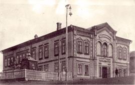 Бирск. Женская гимназия и Ильинская часовня