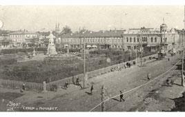 Уфа. Сквер и здание горсовета, вдали - Хакимовская мечеть и Александровская церковь, между 1924 и 1931