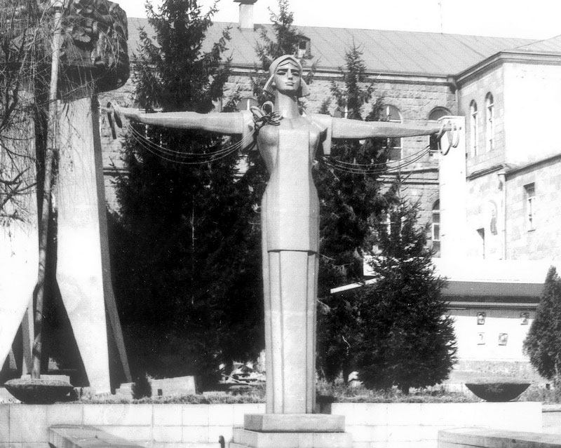 Gyumri. Monument of woman-weaver, 1964