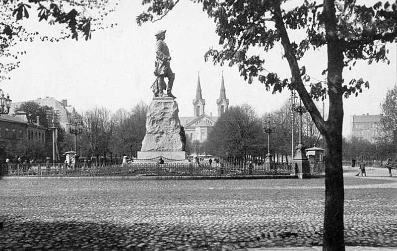 Tallinn. Monument to Peter I
